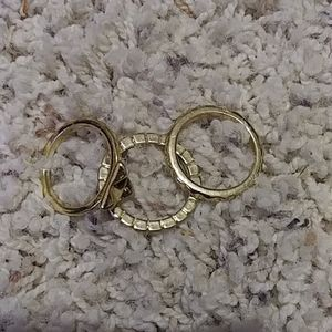 A three gold ring set